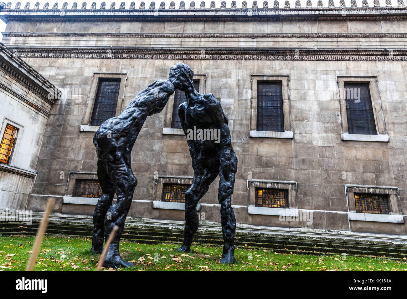 Brothers, a 6-meter-tall bronze sculpture by David Breuer-Weil and now installed in the church gardens at Saint - Stock Image