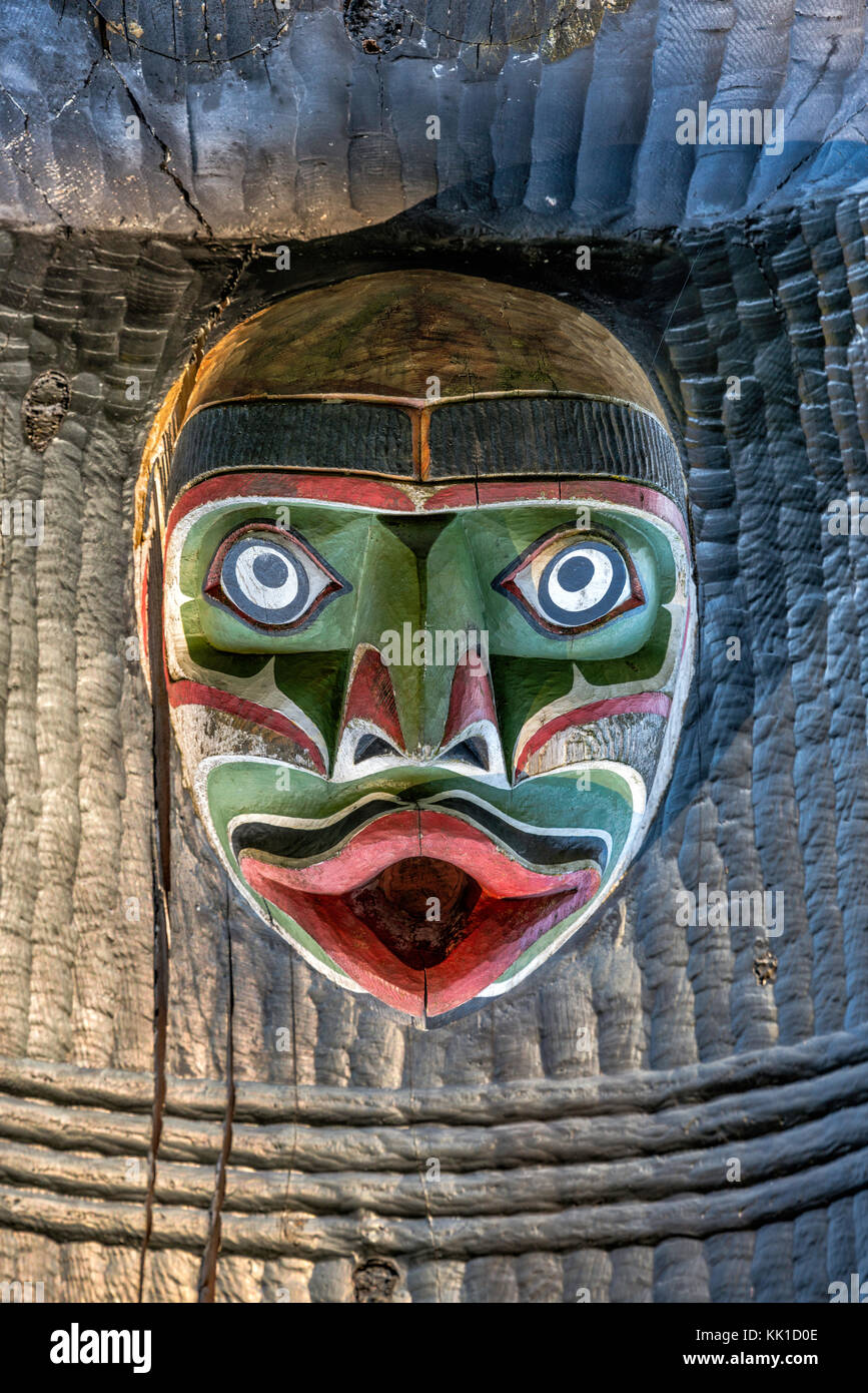 Head placed upside down at Kwakwaka'wakw Honouring Pole, 1999, Thunderbird Park, Victoria, Vancouver Island, - Stock Image