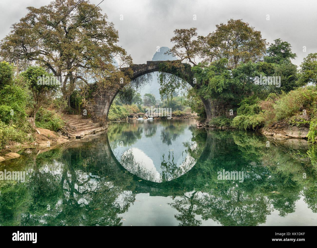 Fuli Bridge on the Yulong River Yangshuo China - Stock Image