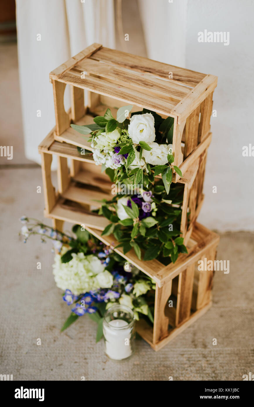 Wooden crates with flowers and candles. Wedding decoration. - Stock Image