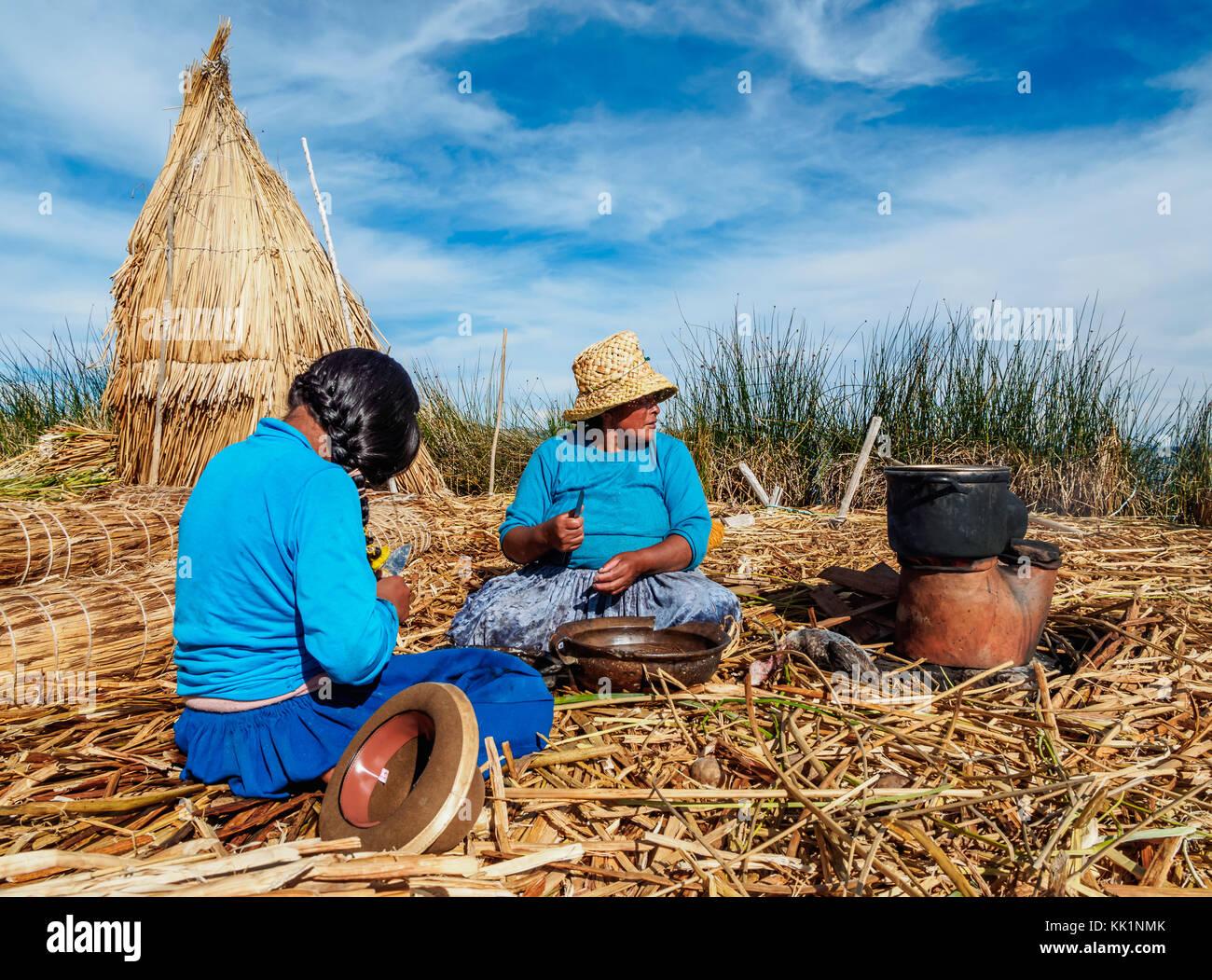 Native Uro Family, Uros Floating Islands, Lake Titicaca, Puno Region, Peru - Stock Image