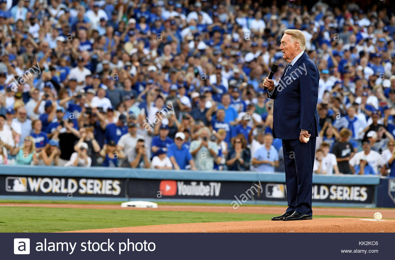 Los Angeles, California, USA. 25th Oct, 2017. Hall of Fame announcer Vin Scully speaks the crowd prior to game two - Stock Image