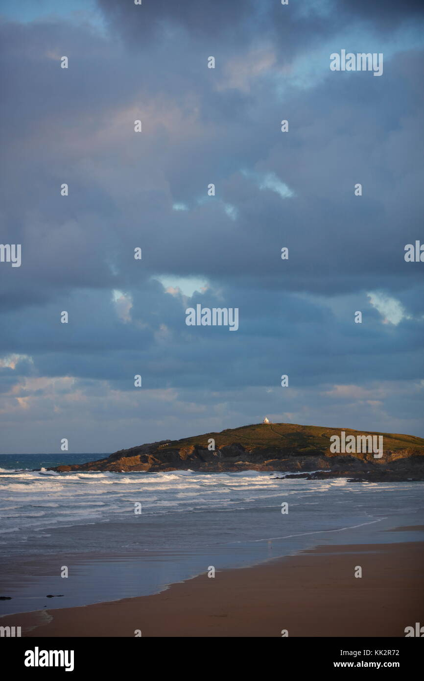 NEWQUAY, CORNWALL, UK - NOVEMBER 28, 2017: Unstable blustery weather moves onto the Cornish coast bringing very - Stock Image