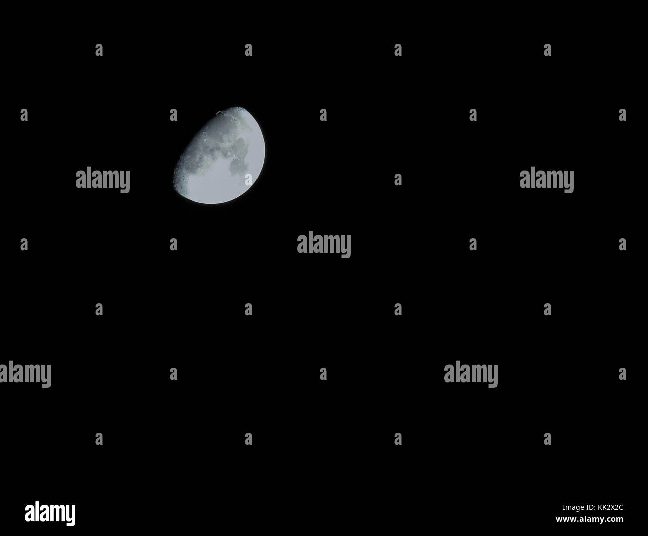 County Armagh, Northern Ireland, UK. 28th Nov, 2017. A 65% visible moon sits low in the clear sky. A widespread - Stock Image