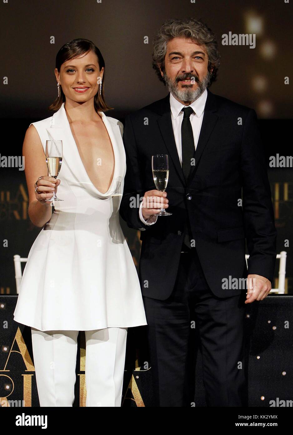 Spanish actress Michelle Jenner (L) and Argentine actor Ricardo Darin (R) toast during the presentation of the new - Stock Image