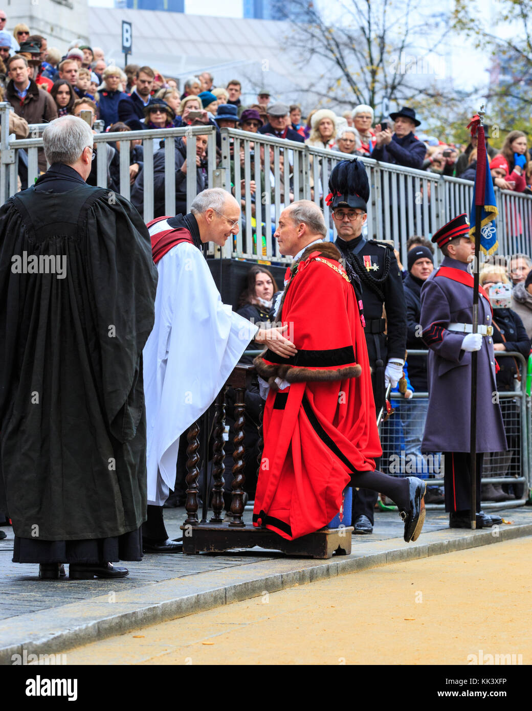 The new Lord Mayor of the City of London, Charles Bowman is given his blessing outside St Paul's Cathedral, - Stock Image