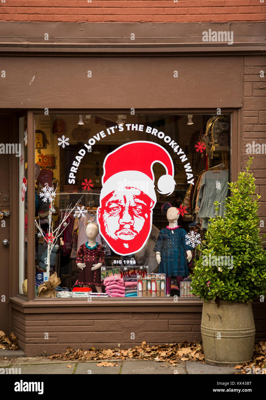 Image of the rapper Biggie Smalls in a Brooklyn storefront window during the Christmas season - Stock Image