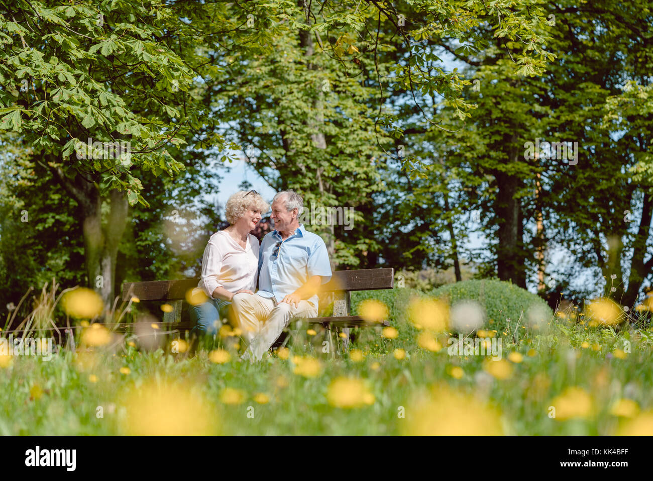 Romantic senior couple in love dating outdoors in an idyllic par - Stock Image