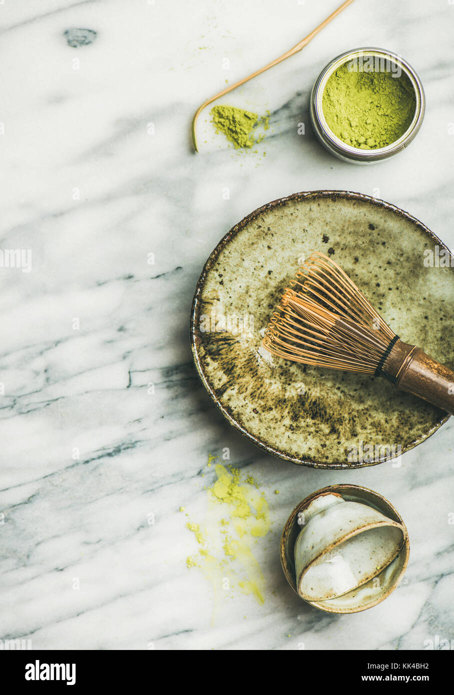 Japanese tools and cups for brewing matcha green tea - Stock Image