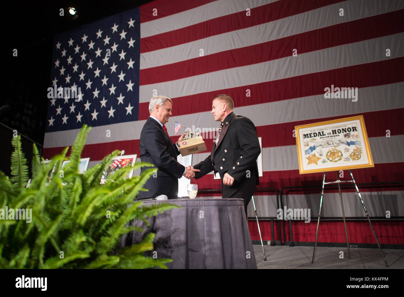 Mr. Tom Lyons, Founder and chairman of the Semper Fi Society, presents the Lt. Col. William F. Degan Semper Fidelis - Stock Image