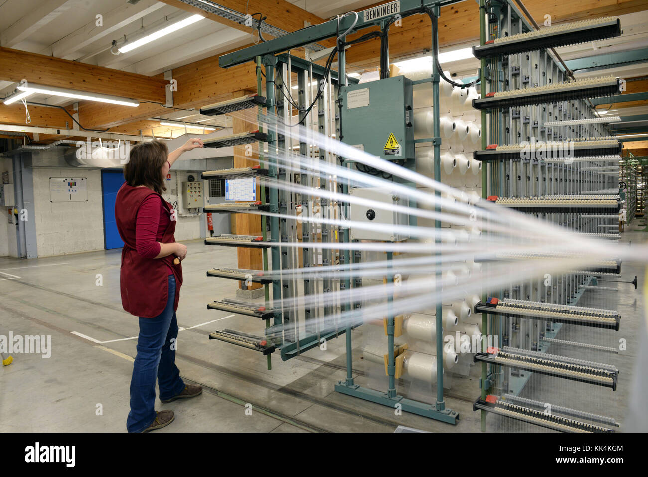 Bussieres (central-eastern France): warping in the premises of the weaving factory Ateliers Tissage de Bussieres - Stock Image