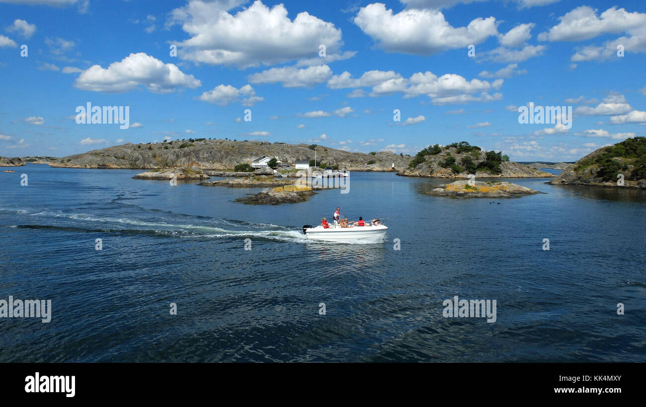Sverige. 2014/06/19. Boat trip off Styrso, main island of the Southern Goteborg Archipelago. - Stock Image
