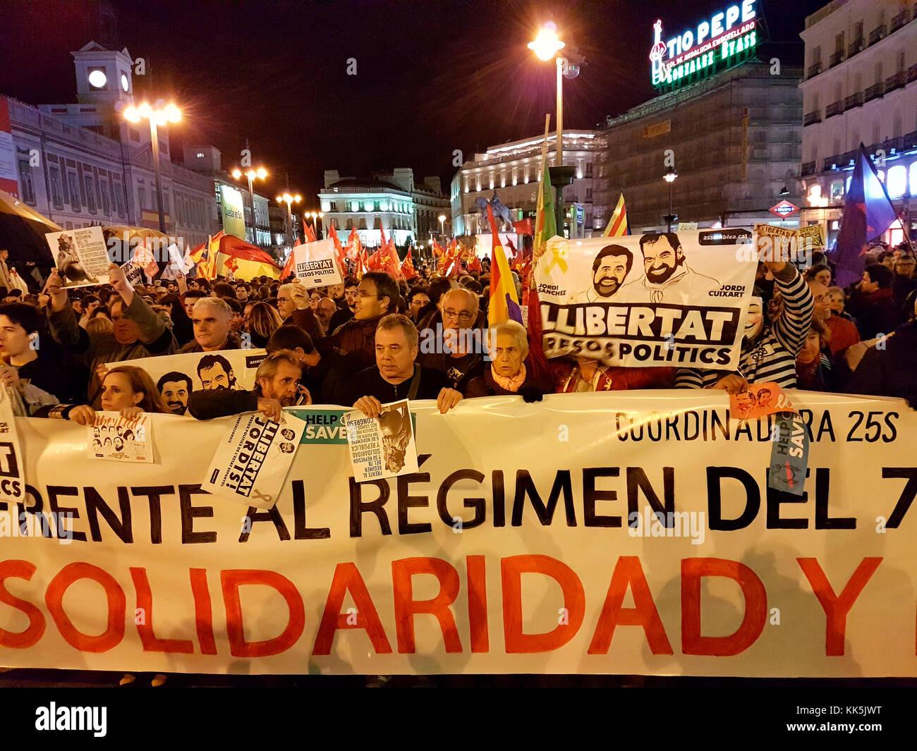 Impressionen - Demonstration gegen die Inhaftierung der katalonischen Lokalpolitiker und Aktivisten fuer eine Unabhaengigkeit - Stock Image