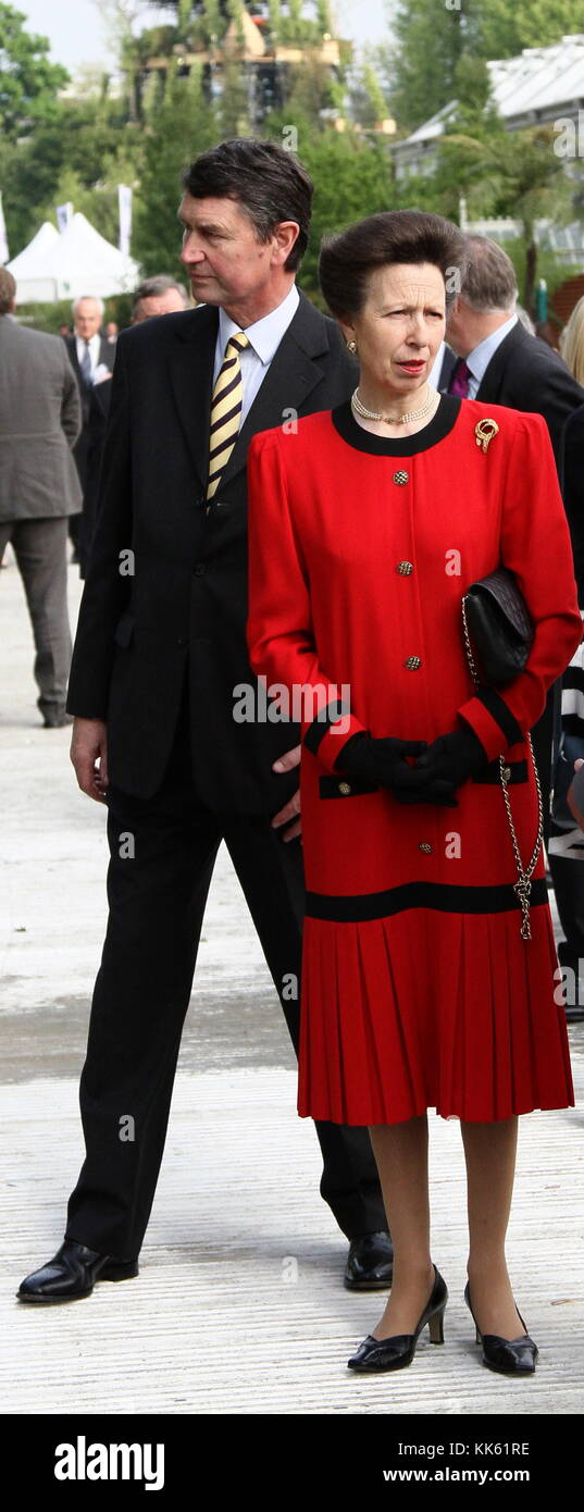 PRINCESS ANNE AND HER HUSBAND SIR TIMOTHY LAURENCE ATTENDING THE RHS CHELSEA FLOWER SHOW ON 21ST MAY 2012. - Stock Image