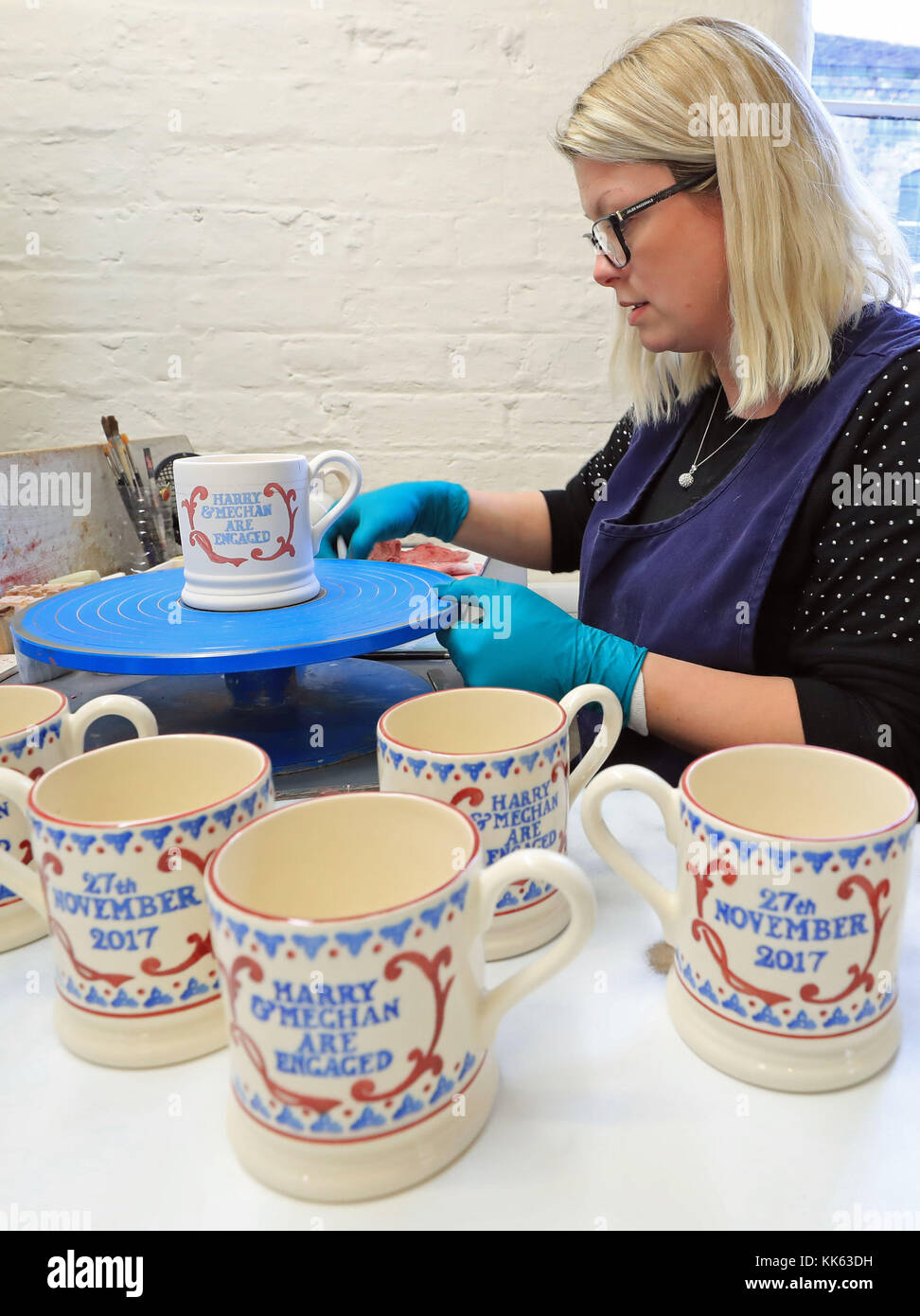 Designer Works On Harry Mugs Souvenir Commemorating Prince Joanne tQrdBshoCx