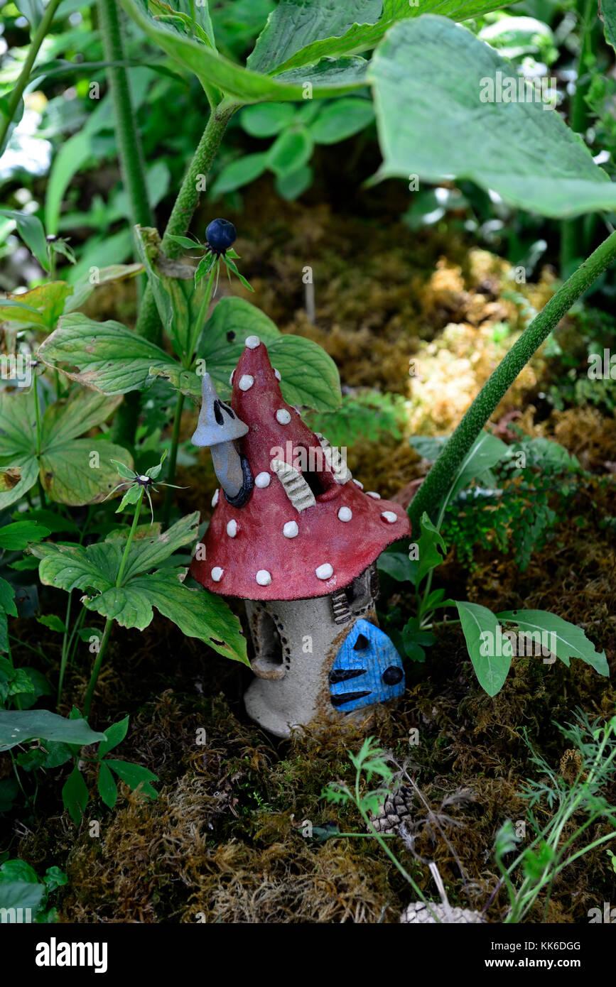 fairy,fairies,house,houses,home,homes,fairy door,garden,decoration,decorate,miniature,dwarf,dwarves,elf,elves,fantasy, - Stock Image