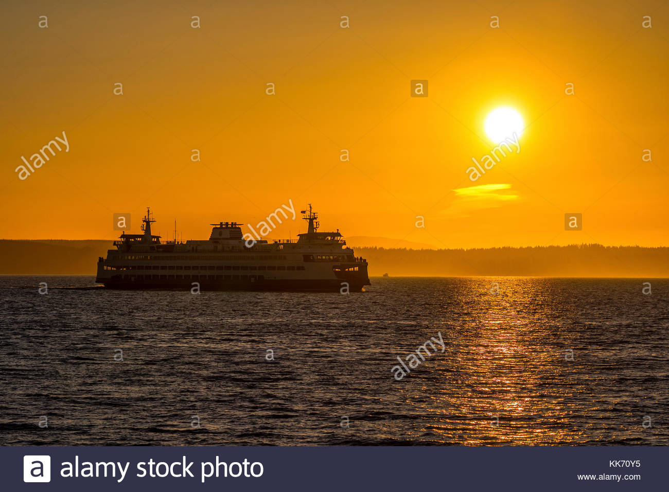 A Washington State Ferry crosses Puget Sound from Kingston to Edmonds as the sun prepares to set in this view from - Stock Image