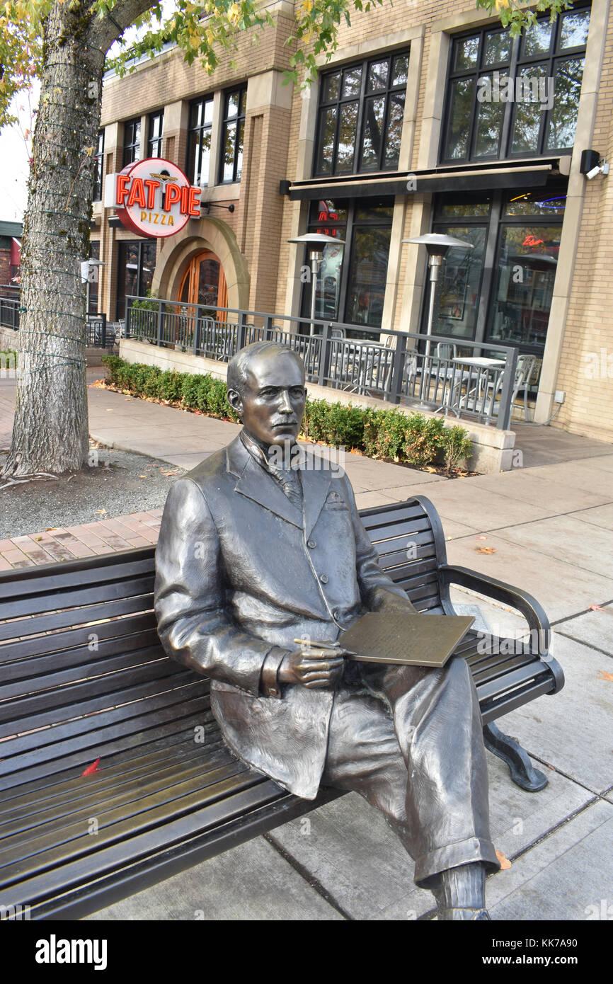 Downtown Fairhaven Bellingham, Washington sits this bronze statue of  J.J. Donovan, a man writing a romantic letter - Stock Image