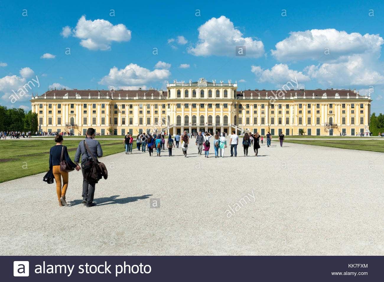 Tourists in front of Schönbrunn Palace enjoying the beautiful day - Stock Image