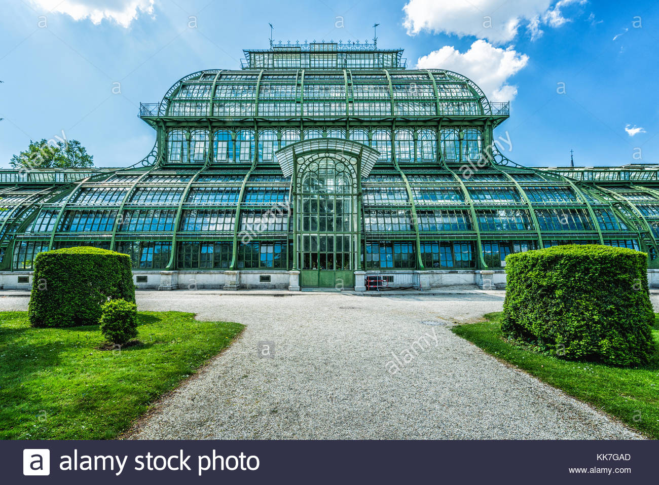 Palmhouse in the baroquese garden of the Palace of Schönbrunn - Stock Image