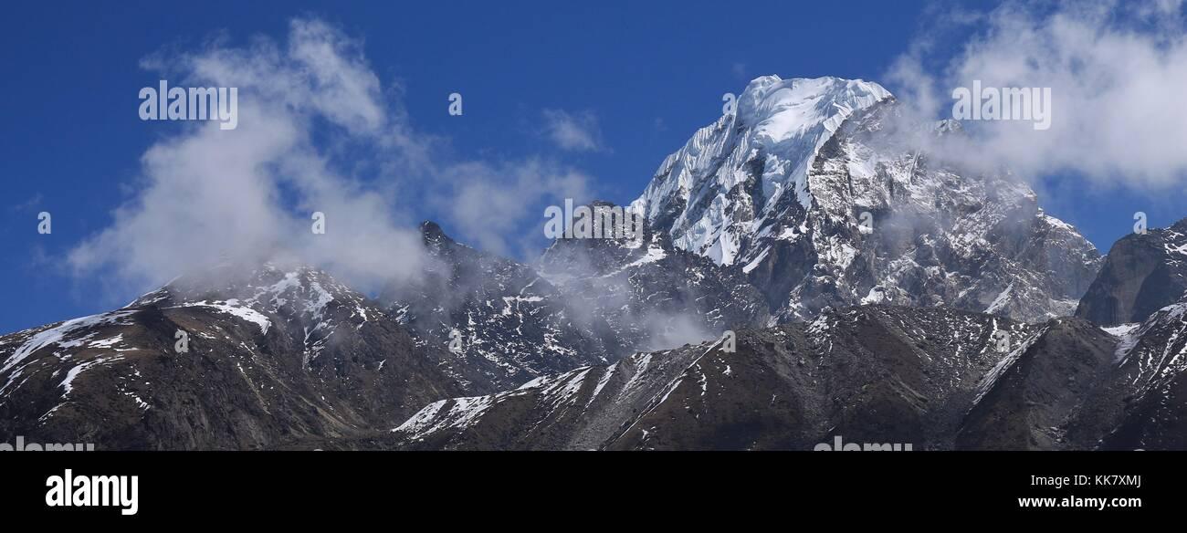 Tenzing peak, also named Ngozumpa Kang in spring. Scene in the Sagarmatha National Park, Nepal. - Stock Image