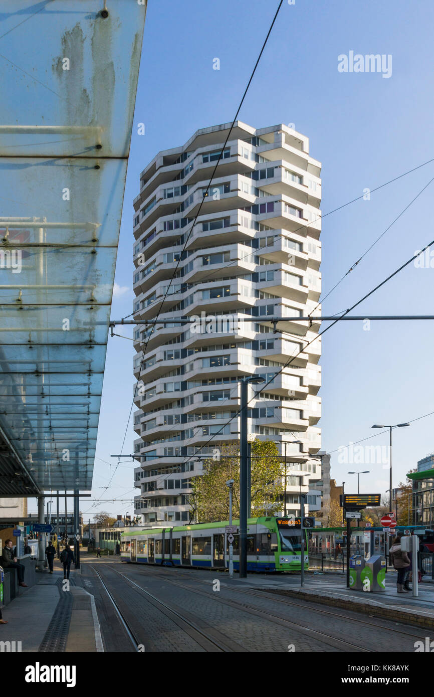 No 1 Croydon or the Threepenny Bit Building next to East Croydon station. Designed by Richard Seifert in 1960s. - Stock Image