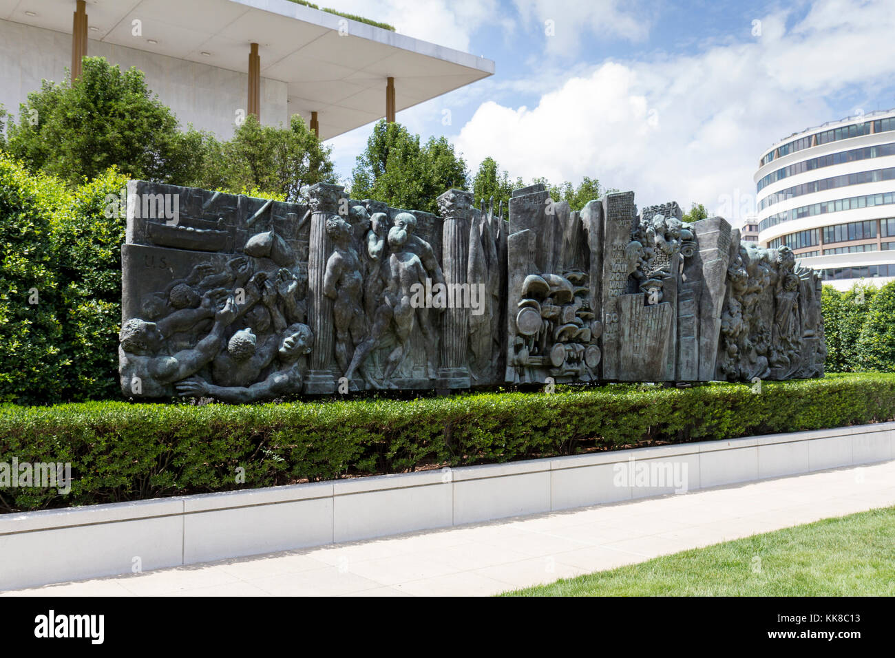 'Amerika' a bronze panel by German artist Jürgen Weber outside the John F. Kennedy Center for the Performing - Stock Image
