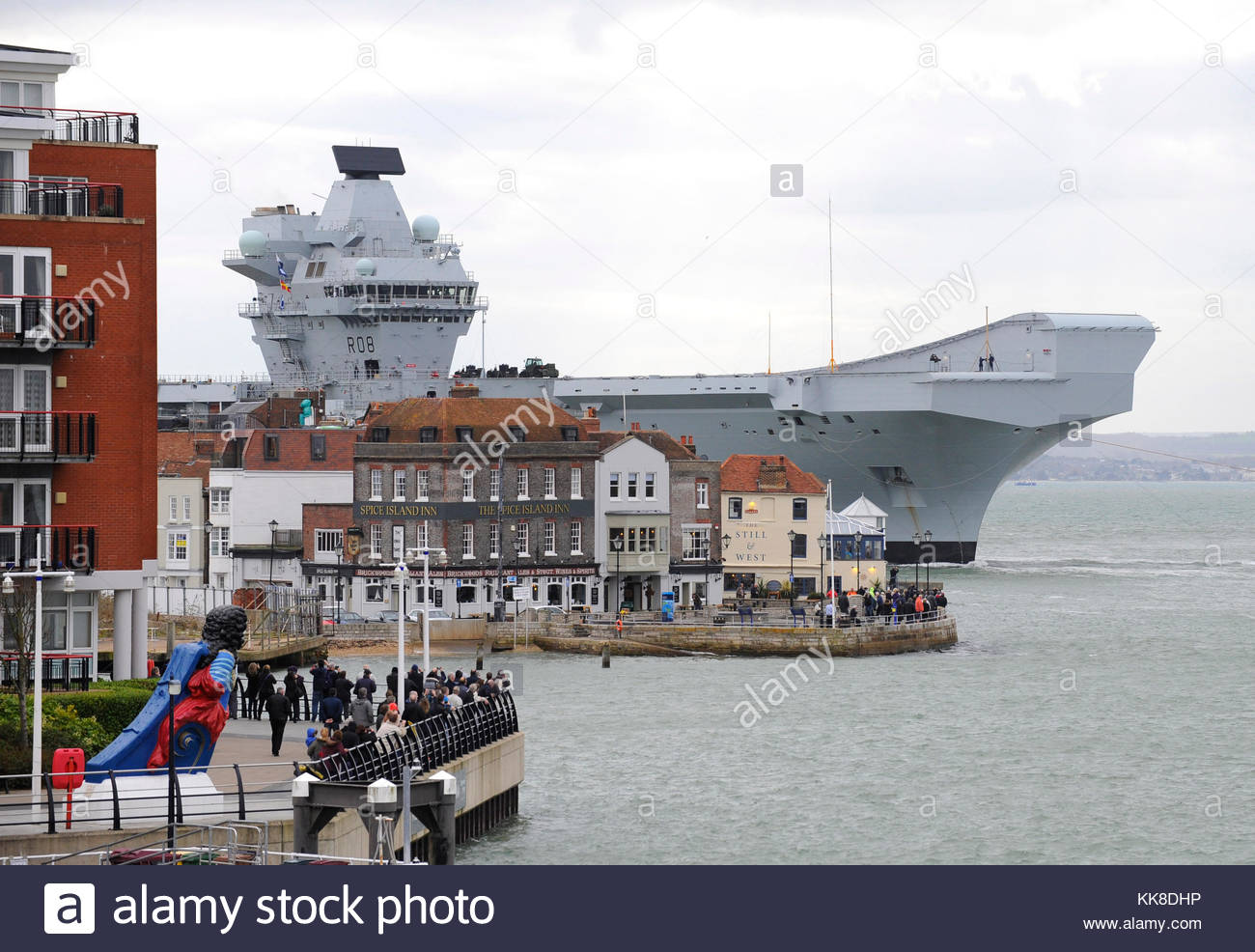 Pictured today 21/11/17 is HMS Queen Elizabeth entering Portsmouth Harbour passing Spice Island - Stock Image