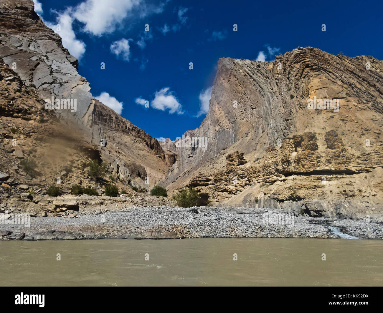 Geological rock formation rise above the STOD RIVER - ZANSKAR, LADAKH, INDIA - Stock Image