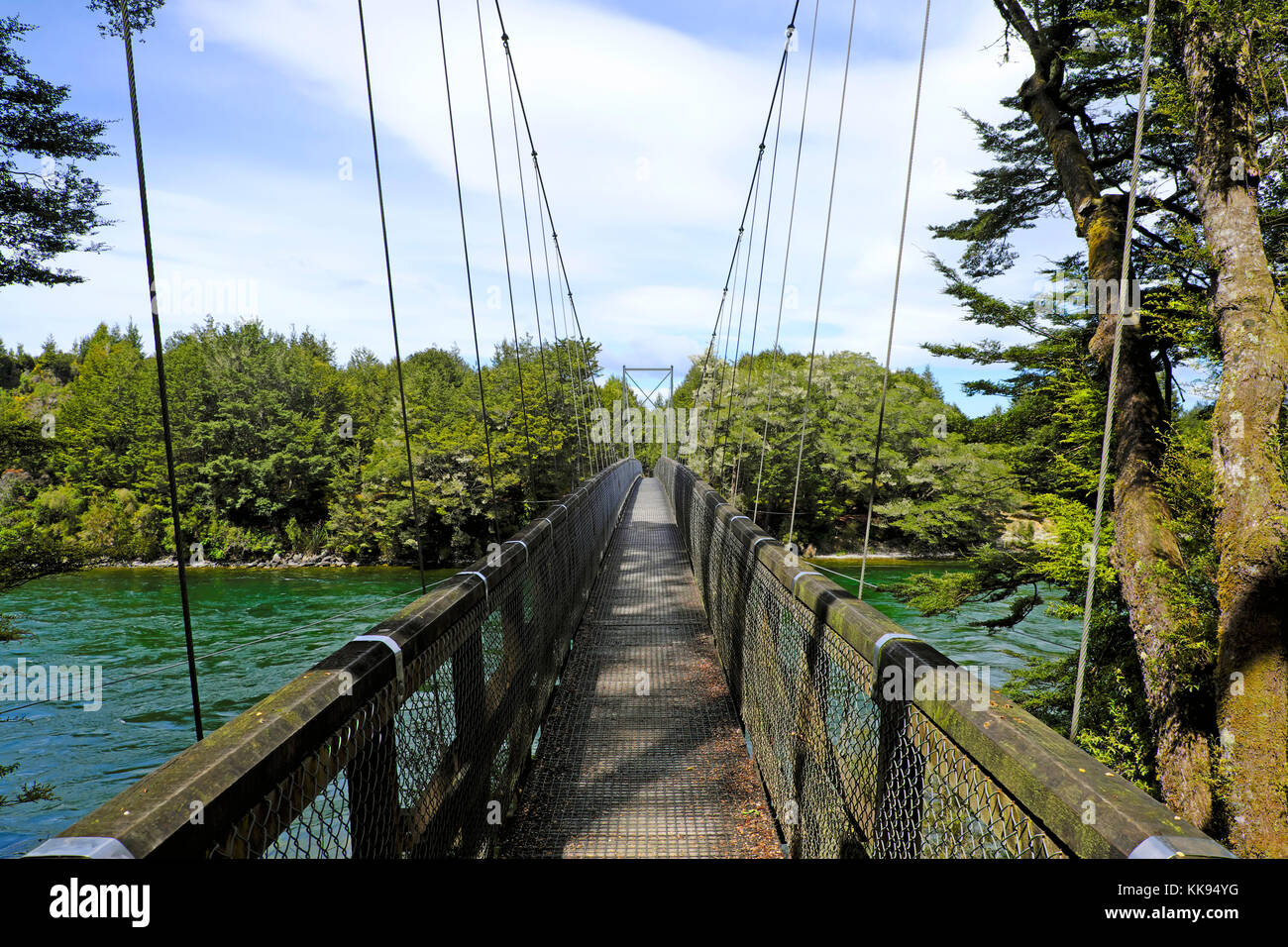 Swingbridge over the Waiau River along the Kepler Track going from Rainbow Reach to Shallow Bay Hut, Fiordland National - Stock Image