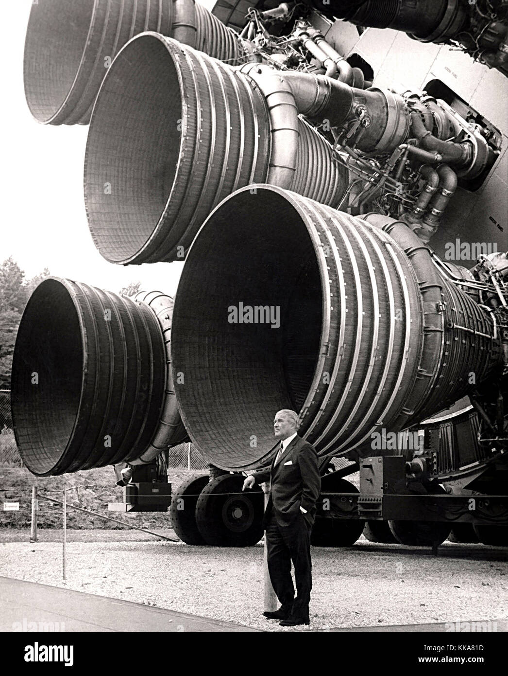 Von Braun with the F-1 engines of the Saturn V first stage at the U.S. Space and Rocket Centre. Dr. von Braun. Wernher - Stock Image