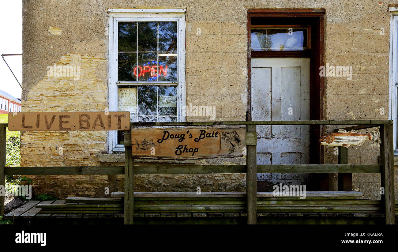 Bellevue, Iowa, USA. 6th July, 2017. At the rear of 100 North Riverview Drive in Bellevue, Iowa anglers can find - Stock Image