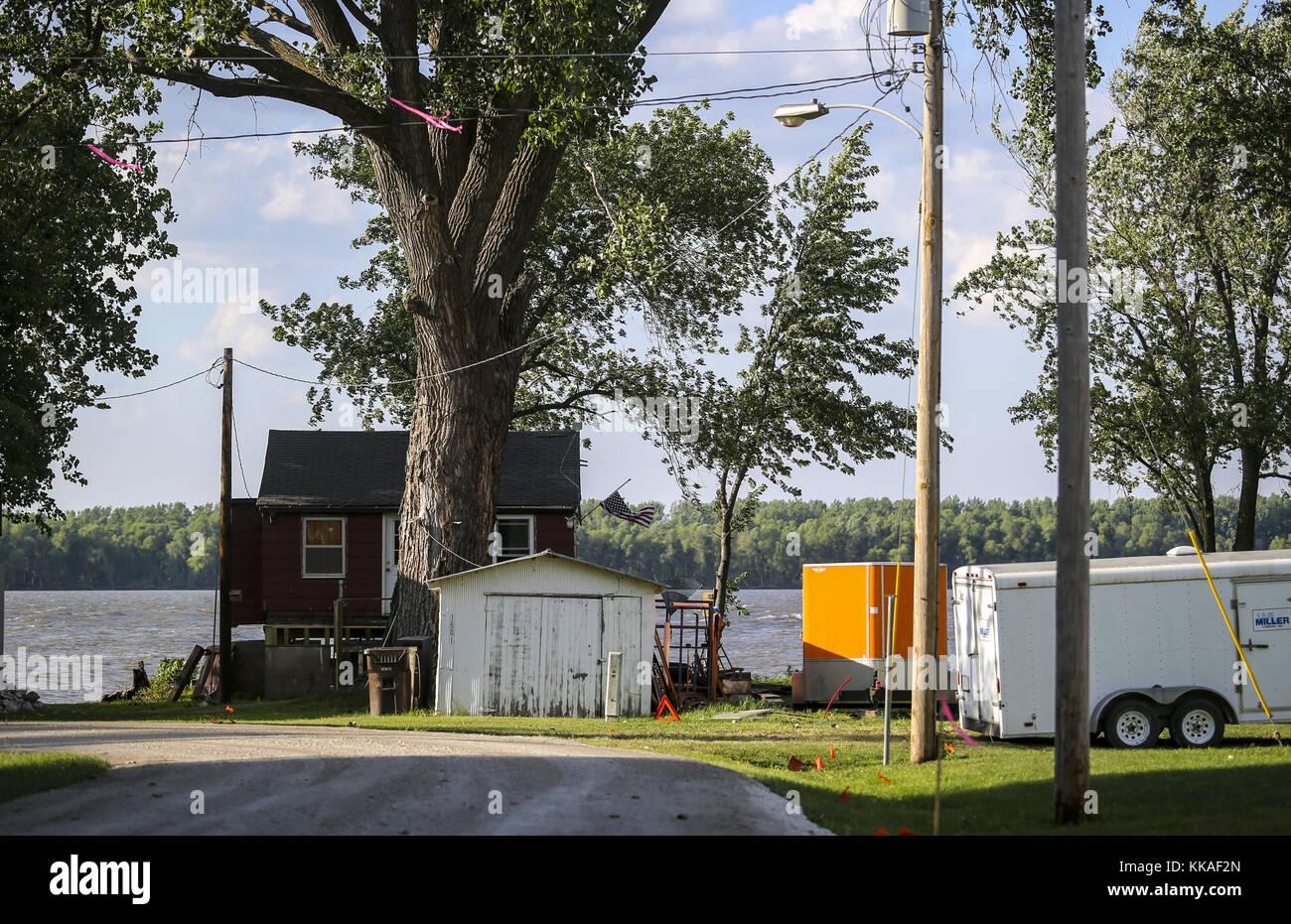 Pontoosuc, Iowa, USA. 3rd Aug, 2017. A neighborhood street along the ...