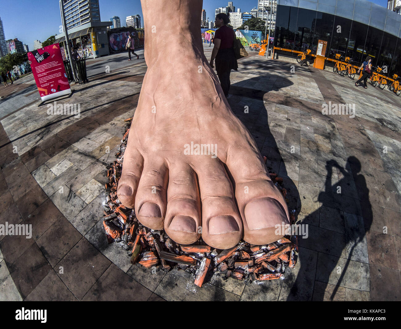 Sao Paulo, Barzil. 30th Nov, 2017. Sculpture of a foot, by the artist Eduardo Srur, installed in the Largo da Batata. - Stock Image