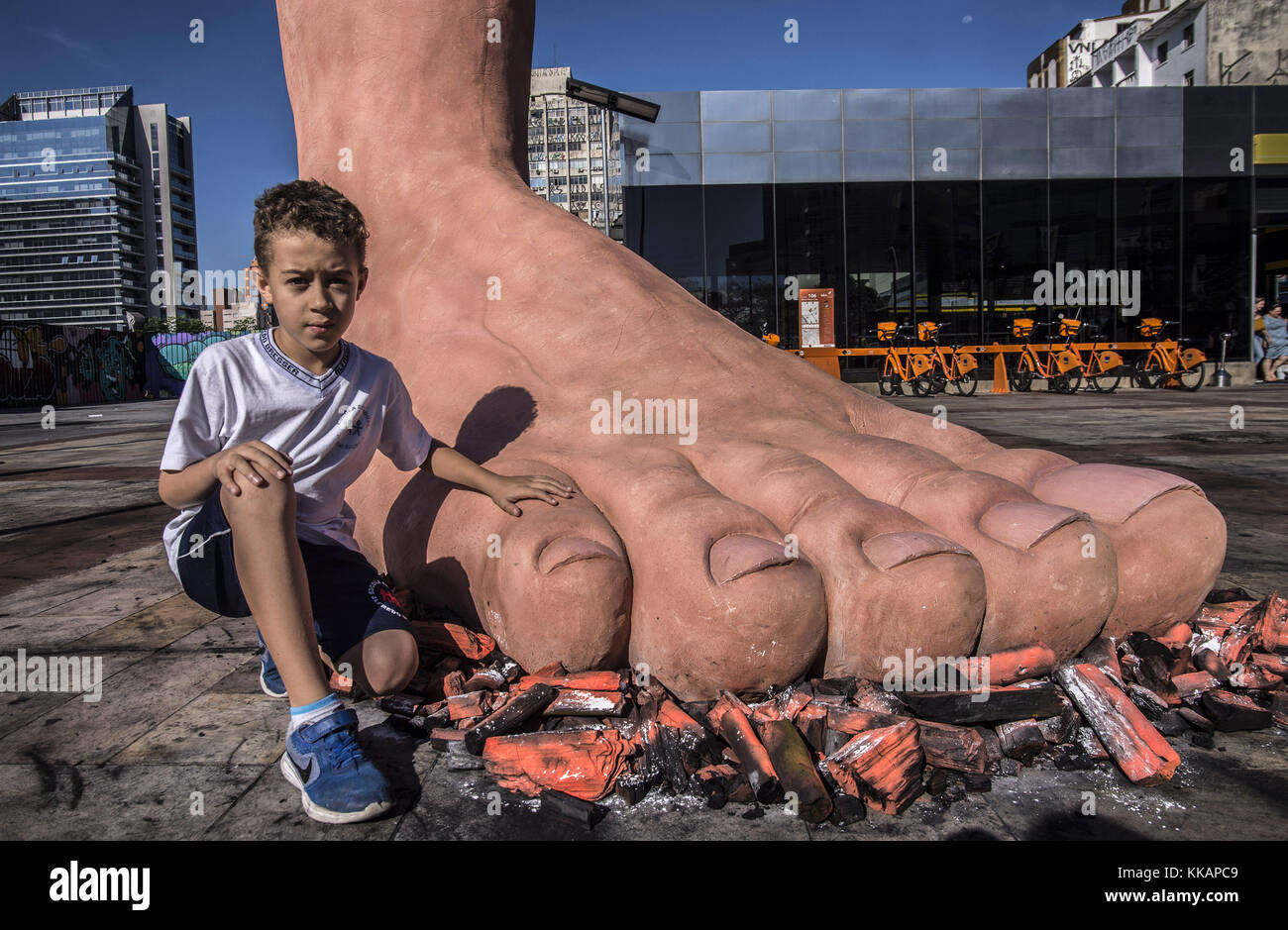 Sao Paulo, Brazil. 30th Nov, 2017. Sculpture of a foot, by the artist Eduardo Srur, installed in the Largo da Batata. - Stock Image