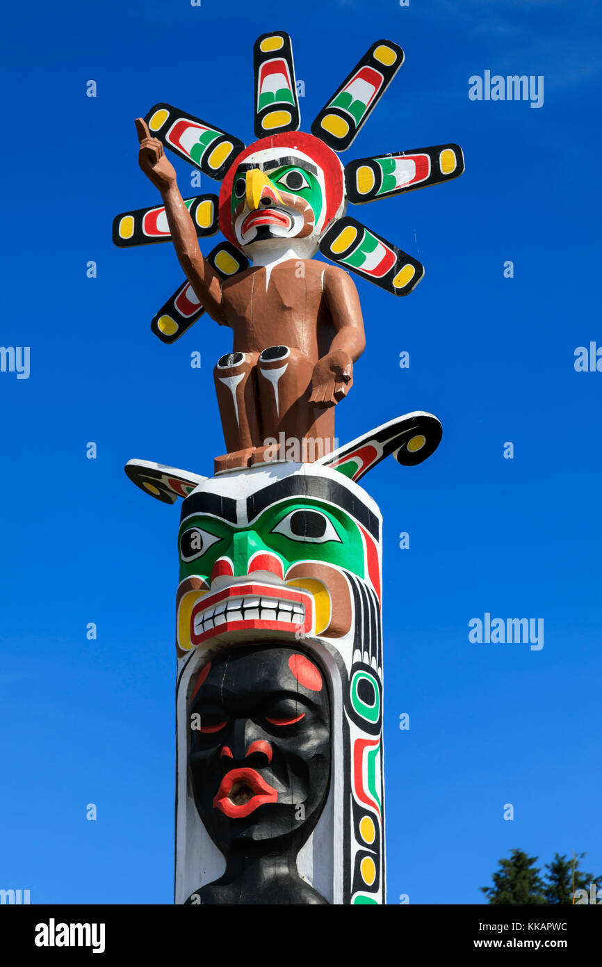 Colourful First Nation Totem Pole, Namgis Burial Grounds, Alert Bay, Cormorant Island, Inside Passage, British Columbia, - Stock Image