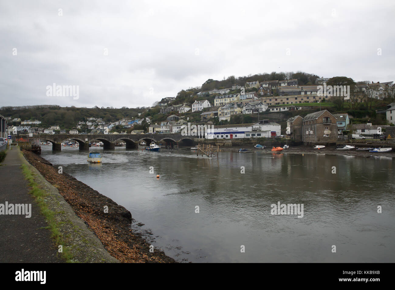 Low tide in Looe Cornwall - Stock Image