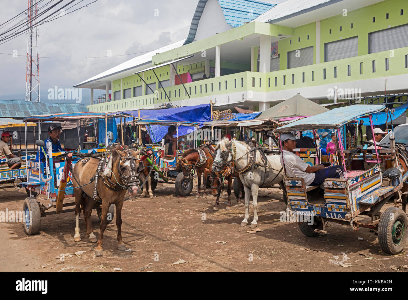 Horse-drawn carriages / cidomos for public transport in the town Labuhan Lombok / Tanjung Kayangan on the island - Stock Image