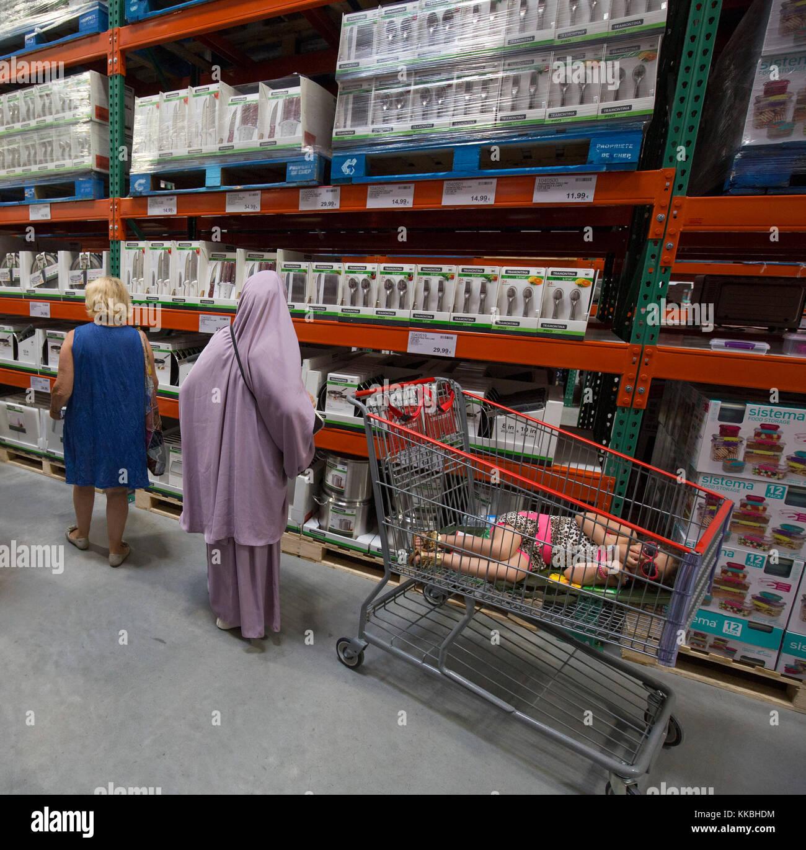 Costco Wholesale Shopping: Wholesale Shopping Stock Photos & Wholesale Shopping Stock