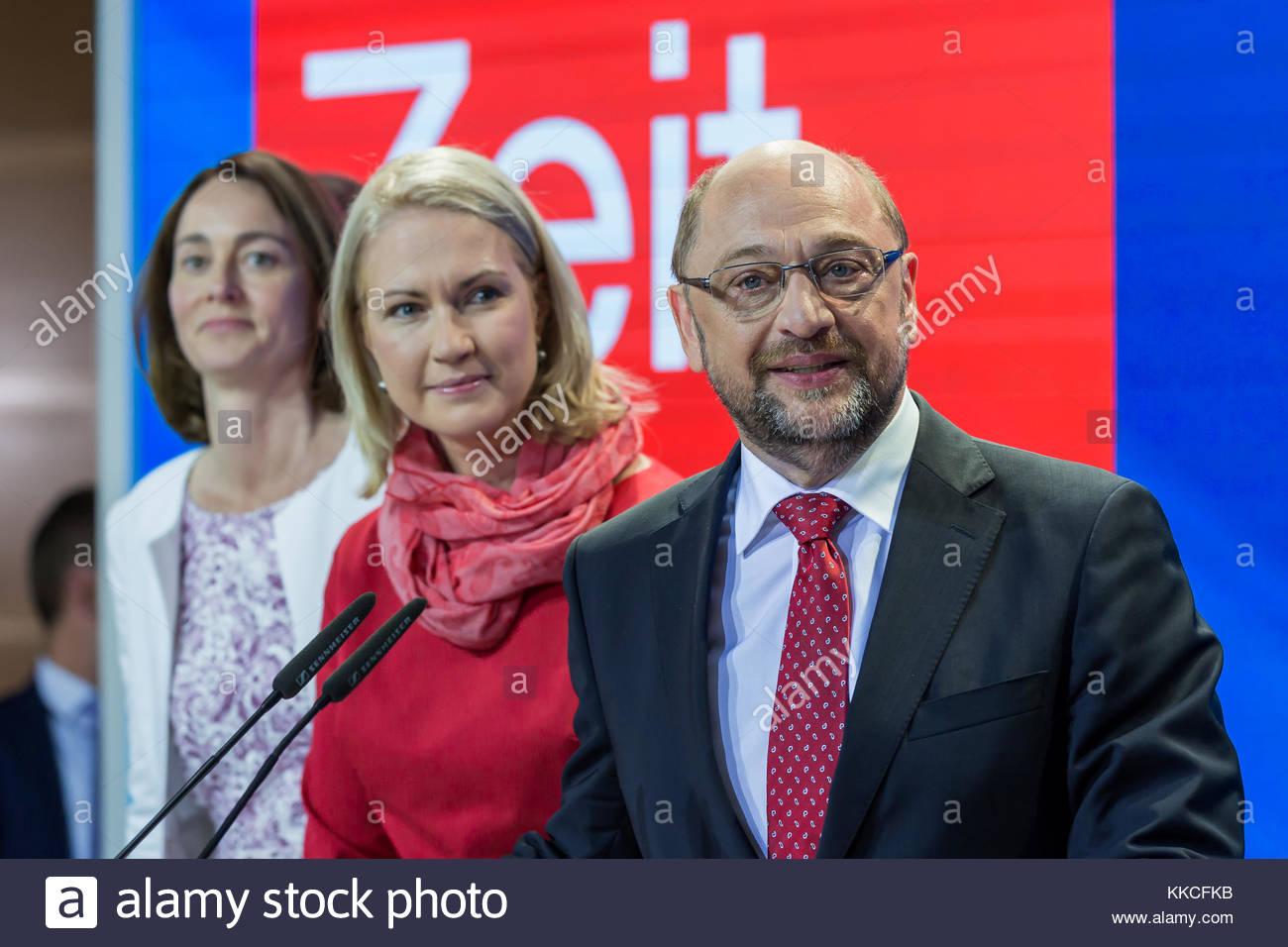 Martin Schulz hält seine Rede zum schlechten Ergebnis der SPD Bundestagswahl 2017 in der SPD-Zentrale im Willy - Stock Image