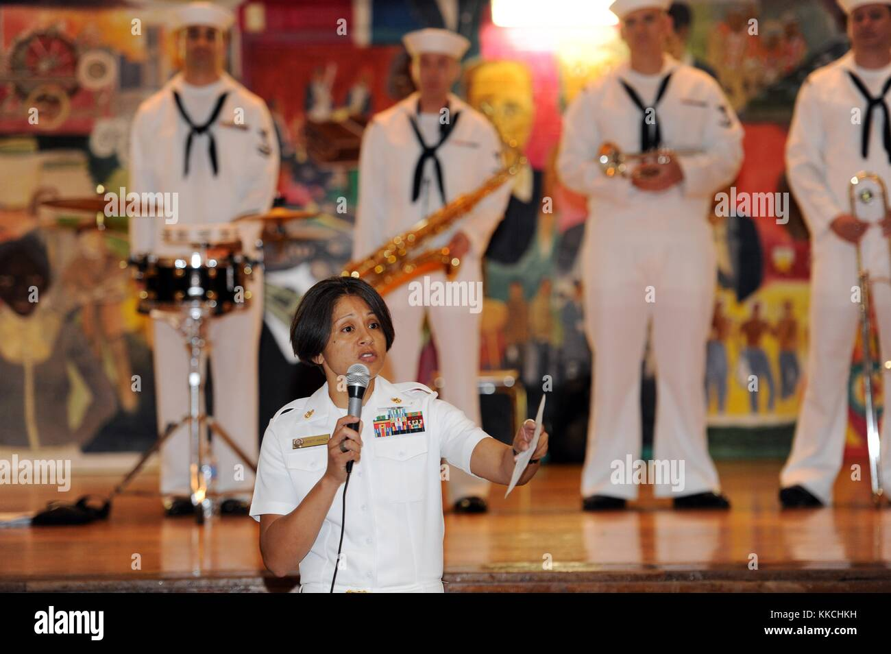 Senior Chief Religious Program Specialist Lissett Araiza introduces service members from the Navy, Marine Corps - Stock Image
