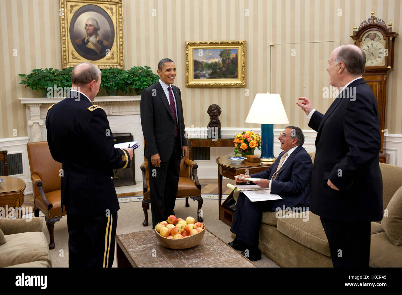 President Barack Obama meets with, from left, Gen. Martin Dempsey, Chairman of the Joint Chiefs of Staff, Defense - Stock Image