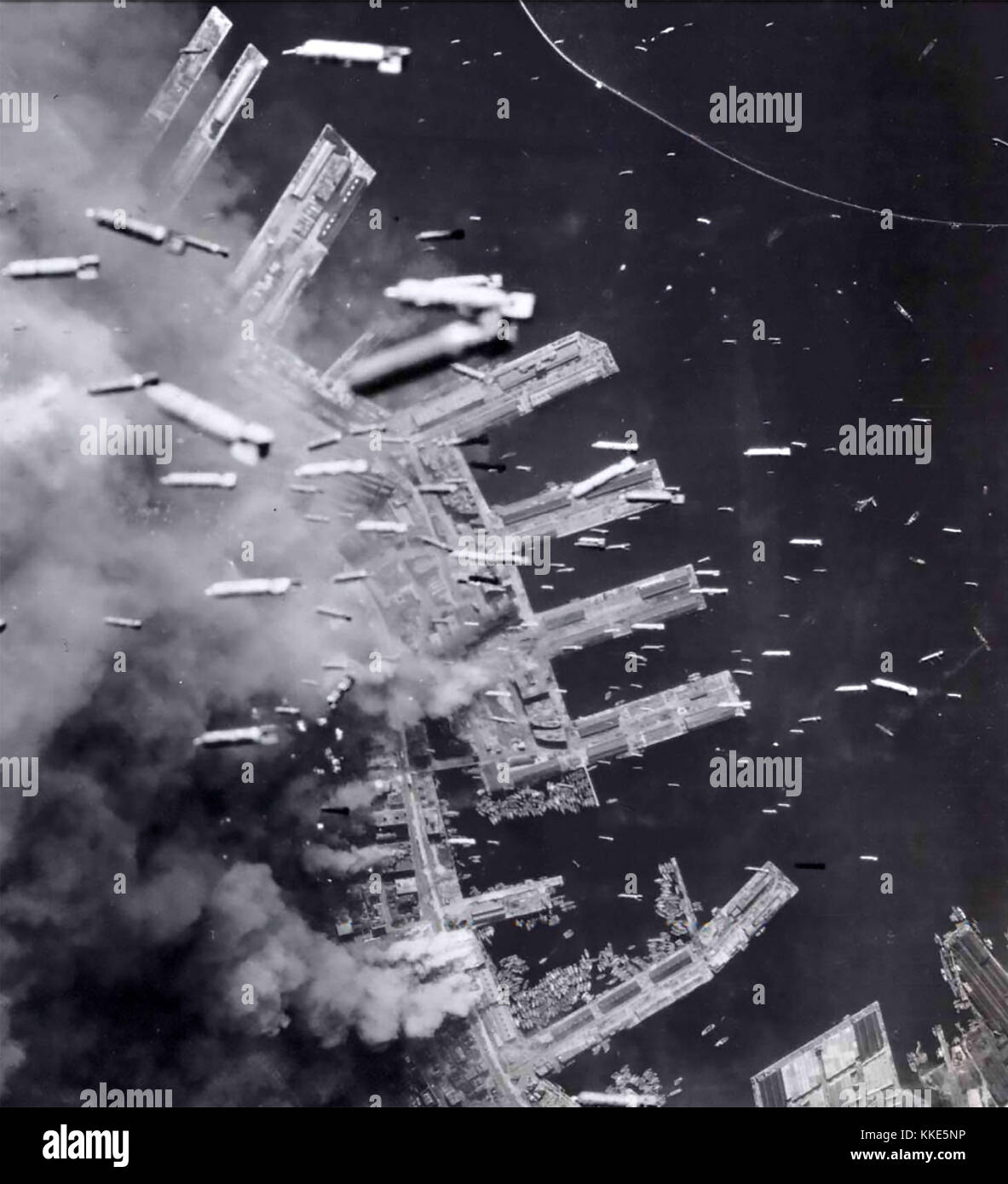 KOBE BOMBED. Incendiaries from USAAF B-29 bombers falling on Japan's sixth largest city on 17 March 1945. - Stock Image