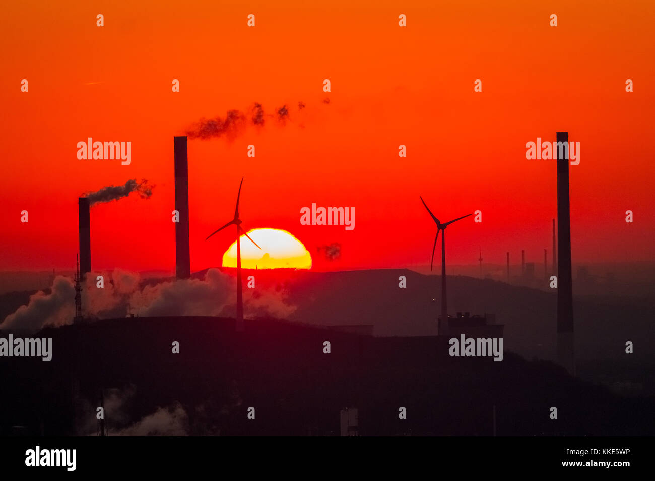 Sunset against the backdrop of the power plant Scholven, Uniper Kraftwerke GmbH, Rigips GmbH Scholven, red sky, - Stock Image