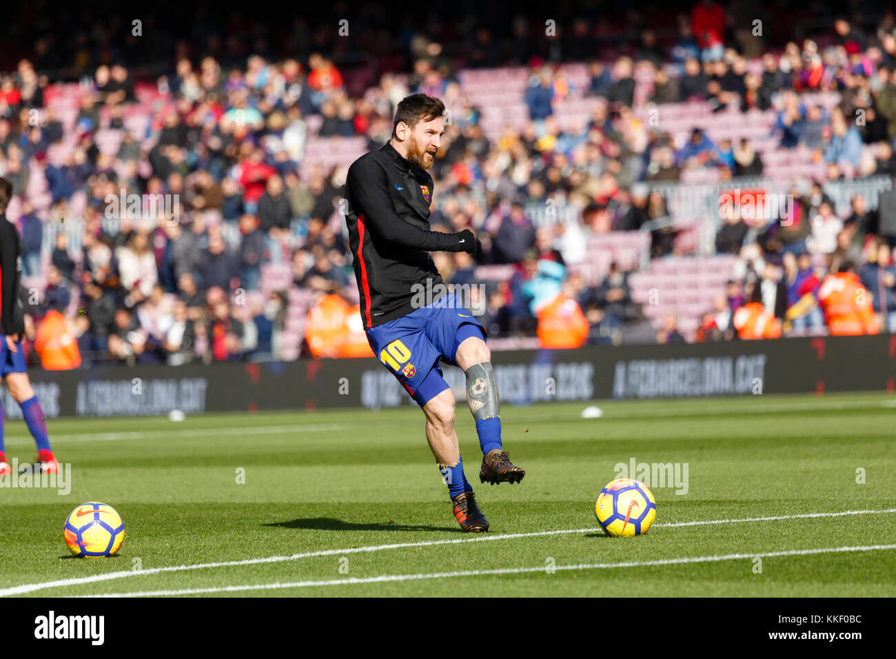Barcelona, Spain. 02nd Dec, 2017. (10) Messi training before the first half of the La Liga match between FC Barcelona - Stock Image