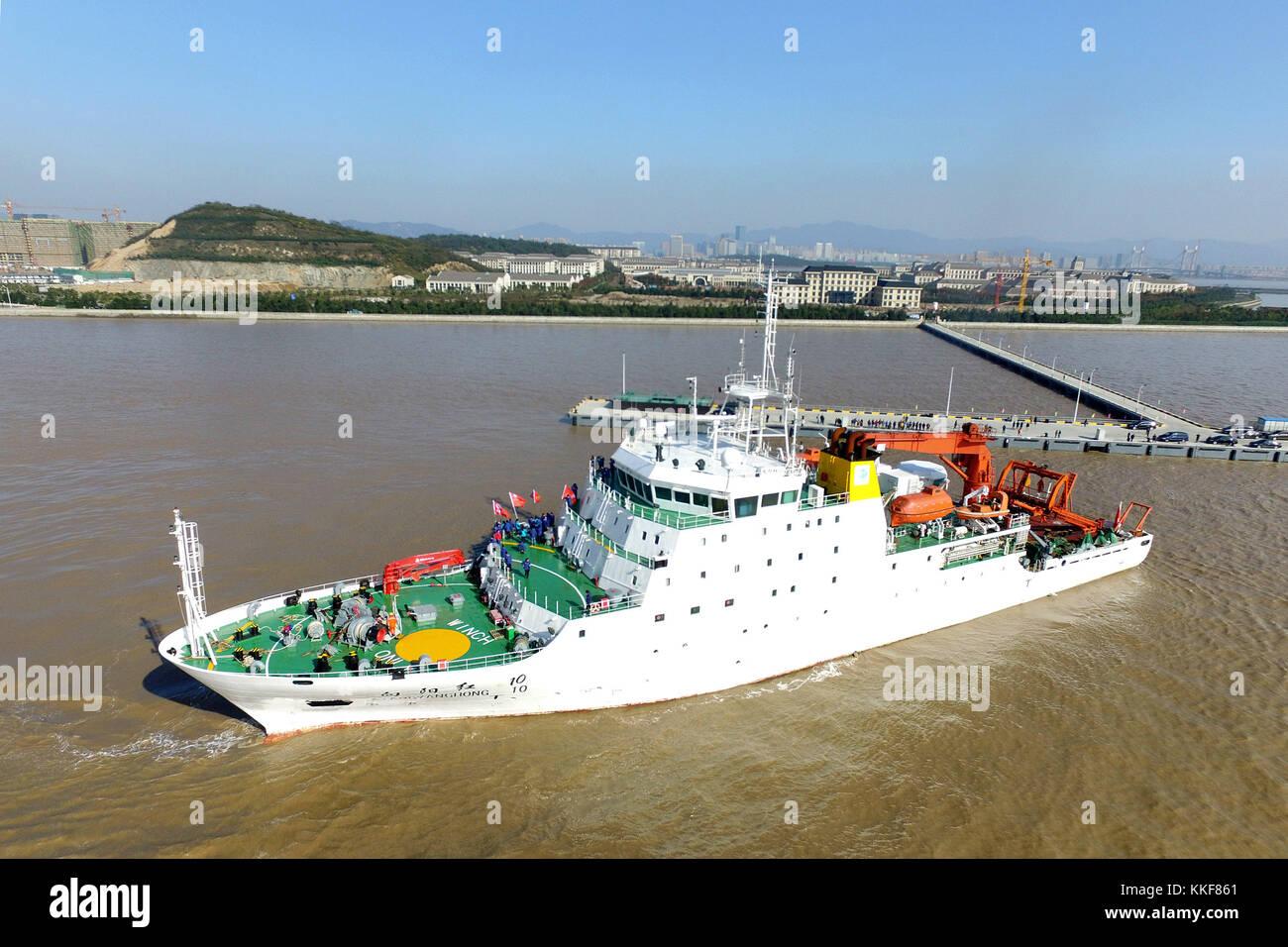 Zhoushan. 6th Dec, 2017. Chinese research ship 'Xiangyanghong 10' sets sail at Changzhi Island pier in Zhoushan - Stock Image