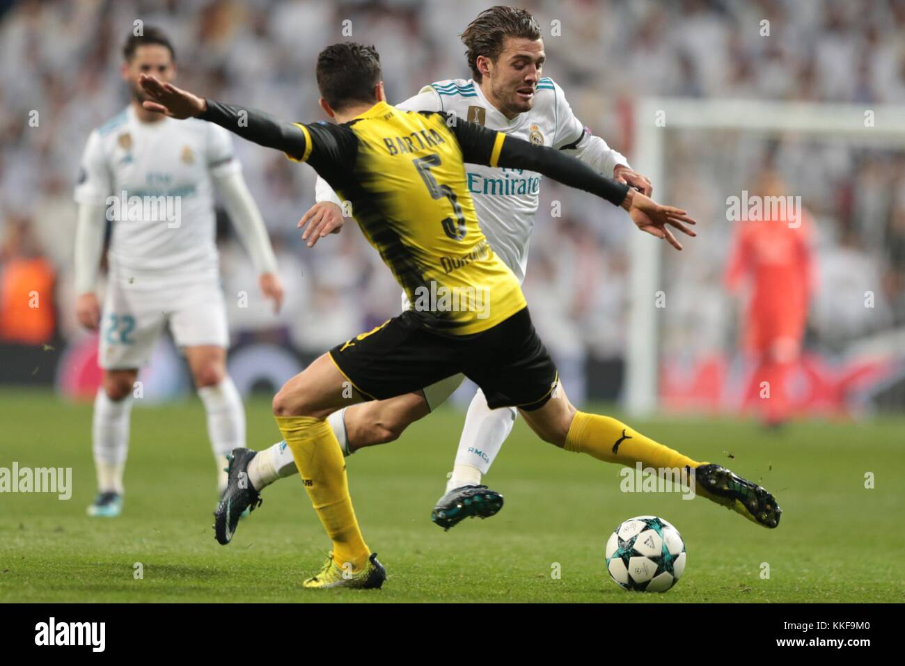 Madrid. 6th Dec, 2017. Mateo Kovacic(R) of Real Madrid breaks through during the UEFA Champions League group H football - Stock Image