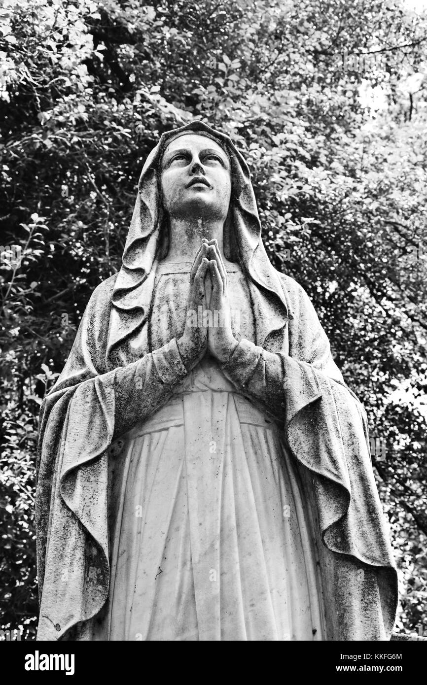 Praying Statue Mary Stock Photos Amp Praying Statue Mary