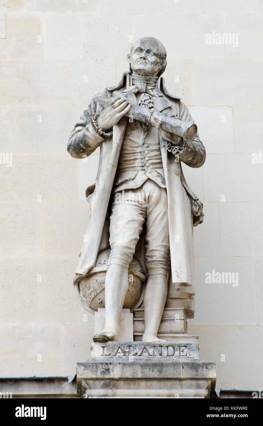Paris, France. Palais du Louvre. Statue in the Cour Napoleon: Joseph Jérôme Lefrançois de Lalande - Stock Image