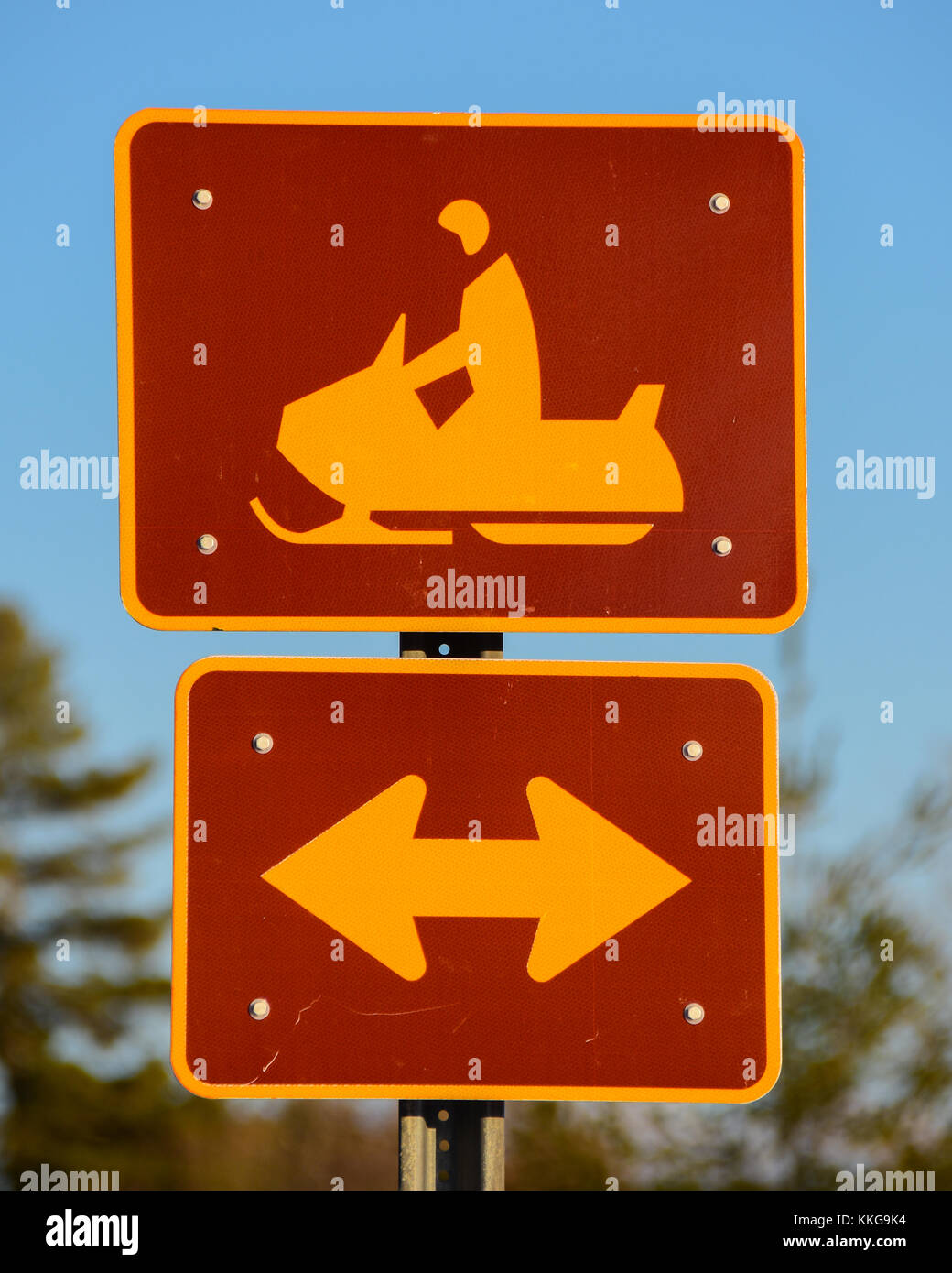 Snowmobile road crossing sign in Speculator, NY in the Adirondacks. - Stock Image